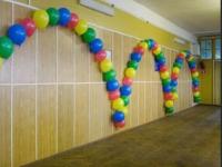 Украшение класса на 1 сентября - арка из гелиевых шаров