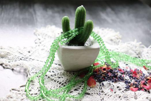 Бусины стеклянные, граненый биконус, нитка 40 см, цвет 308, Ярко-зеленый