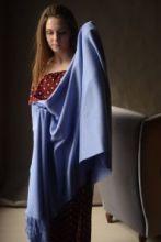 Роскошная классическая шотландская  шаль, высокая плотность, 100 % драгоценный кашемир , Васильковая расцветка, CORNFLOWER CLASSIC CASHMERE STOLE (премиум)