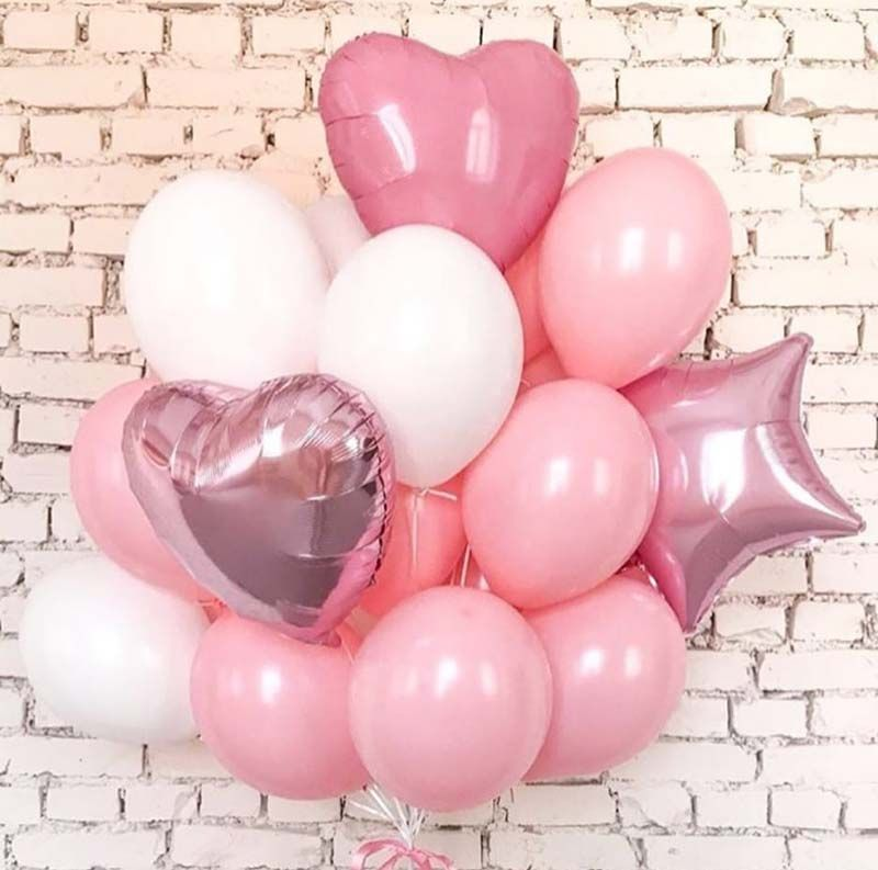 Композиция в розовых тонах с сердцами и звездой