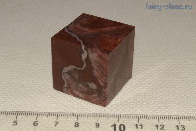 Куб из камня лемезит
