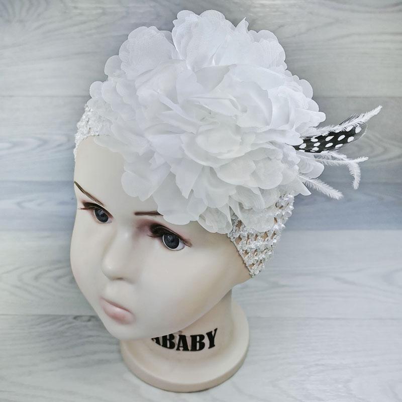 п1068-03 Повязка-резинка широкая с шифоновым цветком Перышко белая