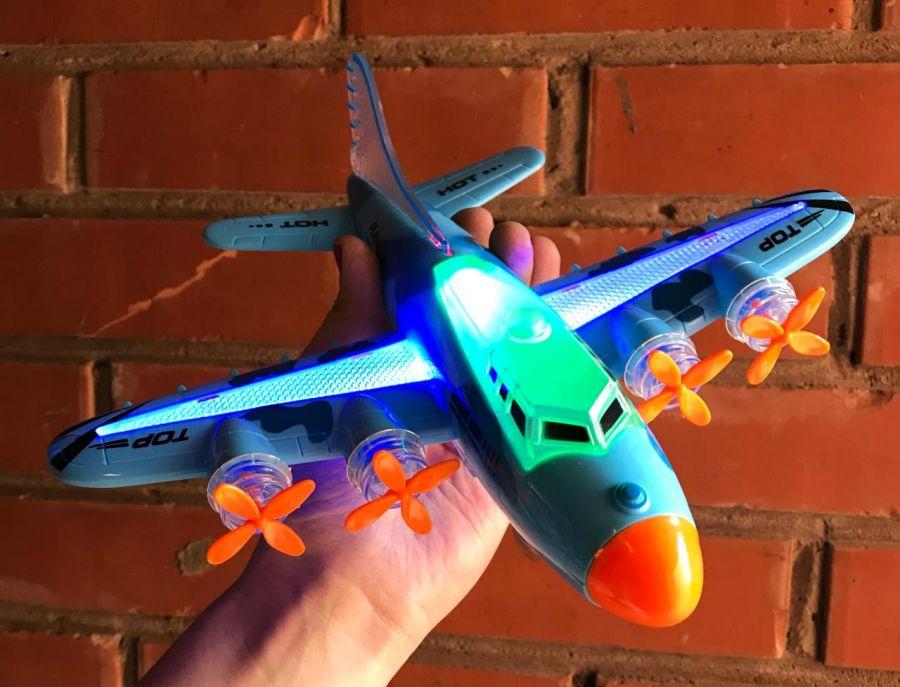 Самолет со звуком и светом