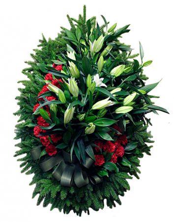 Фото Венок на похороны из живых цветов #17 лилии, гвоздики, хвоя