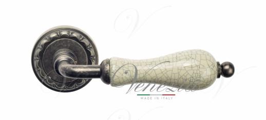 Дверная ручка Venezia Colosseo белая керамика паутинка D2 античное серебро