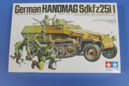 Нем. полуг. БТР Hanomag Sd.kfz251/1 c 5 фигурами в атаке