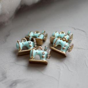 Кукольный аксессуар Подвеска Швейная машинка, голубая