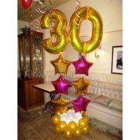 Оформление шарикам с двумя золотым цифрами 90 см