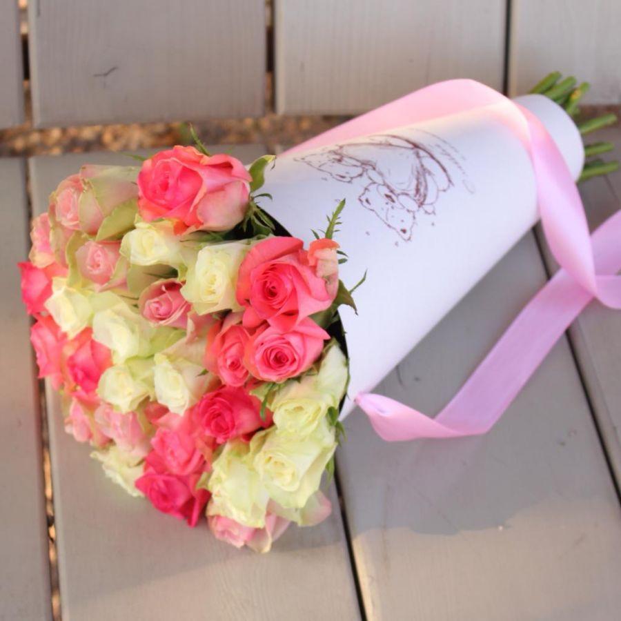 Акция! 29 кенийских роз в крафтовом конусе