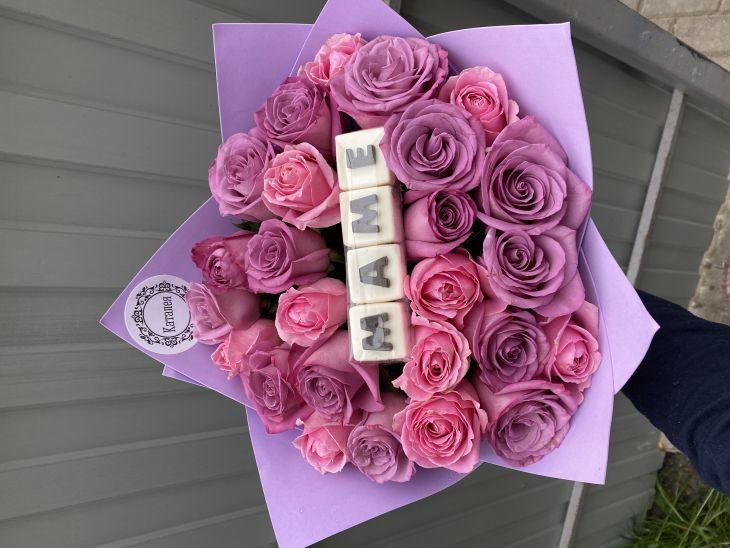 Букет из 25 роз и букв маме