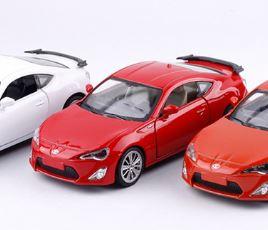 Металлическая модель автомобиля Toyota GT 86 масштаб 1:38