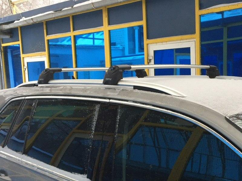Багажник на крышу Volkswagen Tiguan 2016-..., Turtle Air 2, аэродинамические дуги на интегрированные рейлинги (серебристый цвет)