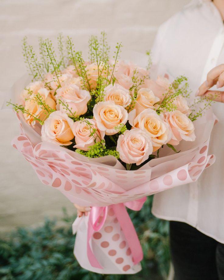 """Букет из 25 роз """"Ванильное небо"""""""