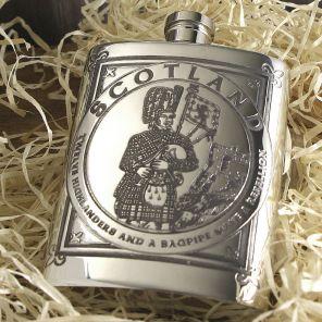 Фляжка из британского пьютера прямоугольная- Волынщик из Хайлендз, 6oz Purse Highland Piper Flask.