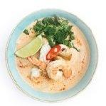Острый суп на кокосовом молоке с креветками