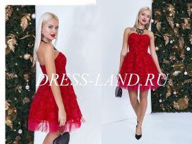 Красное коктейльное платье с пышной юбкой