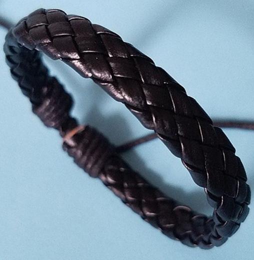 Кожаный плетеный браслет черного цвета