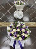 Букет из 15 роз, лизиантусов и зелени