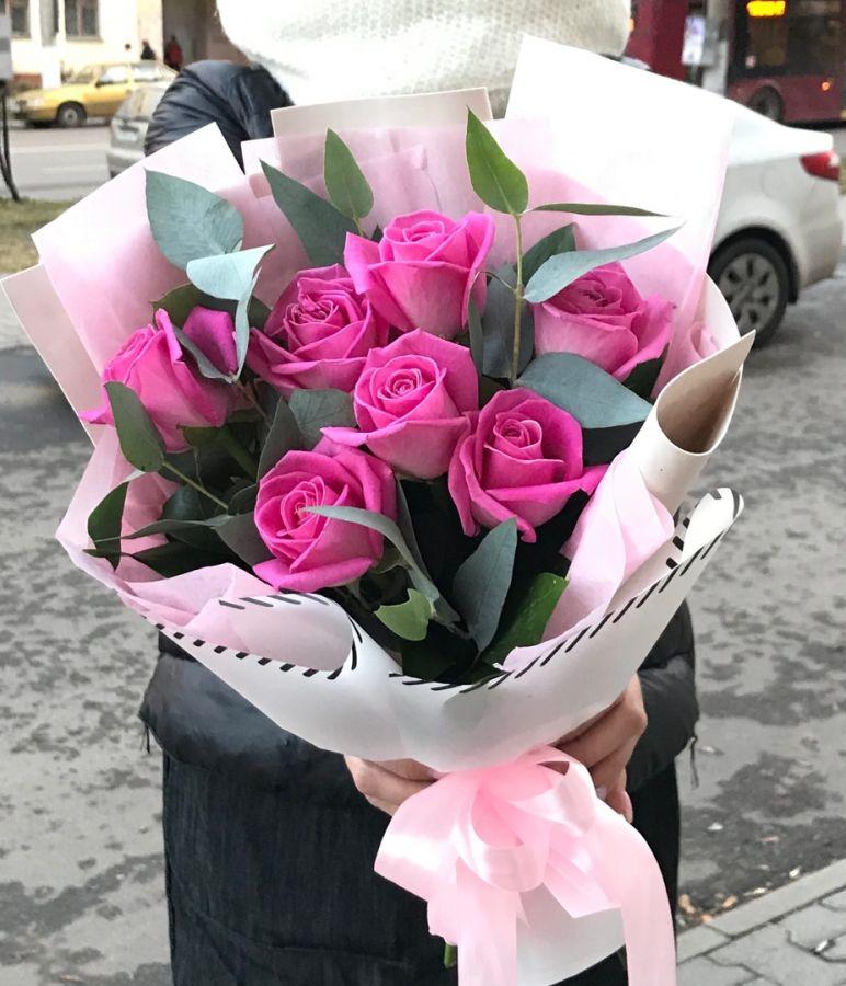 Стильный букет из розовых роз