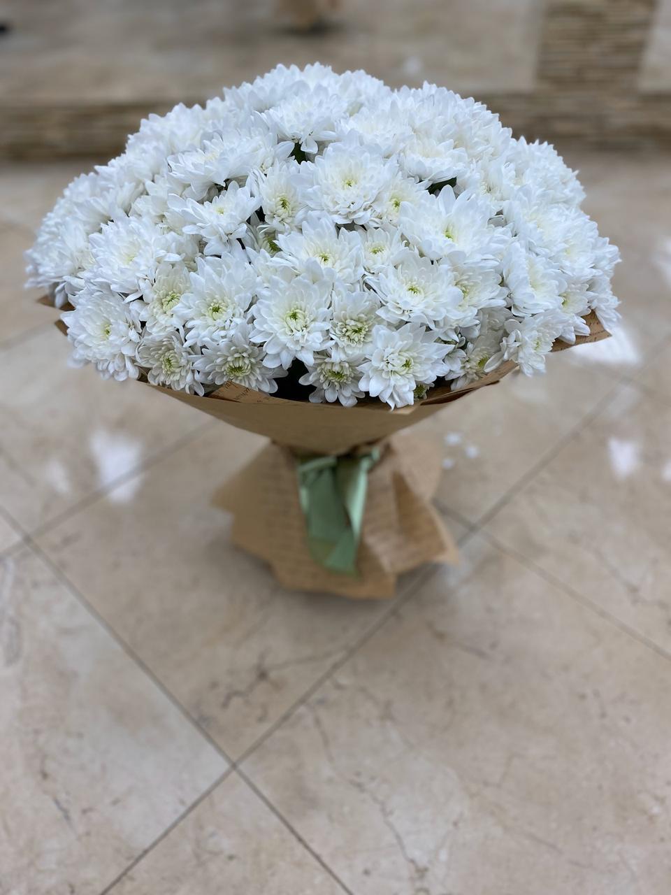 Букет из 25 хризантем кустовых белых