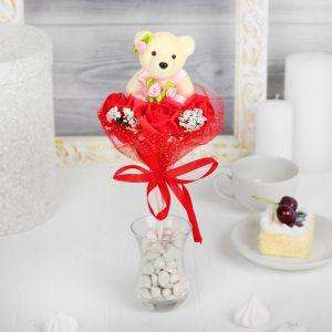 Букет с мишкой «Я люблю тебя», 3 цветка, цвет красный