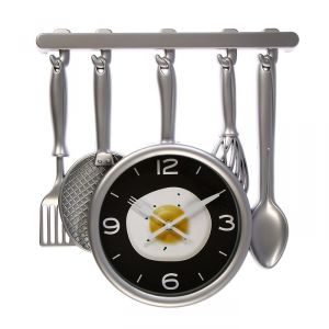"Часы настенные, серия: Кухня, ""Кухонная утварь"" на циферблате яичница, серебро, 32х34 см 3096870"