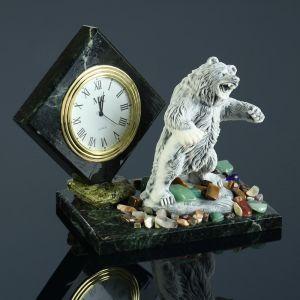 """Часы """"Медведь в стойке"""", змеевик, мрамолит 4260174"""
