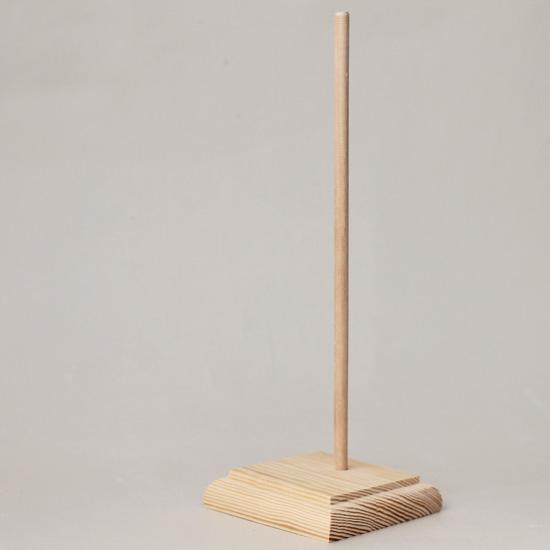 Подставка деревянная для кукол, квадратное основание