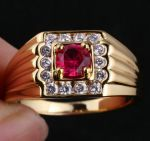 Позолоченное мужское кольцо с искусственным рубином (арт. 260109)