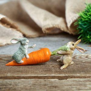 "Сувенир полистоун миниатюра ""Зайчата с морковкой - тяни, толкай"" 5х14,5х4 см   4128480"