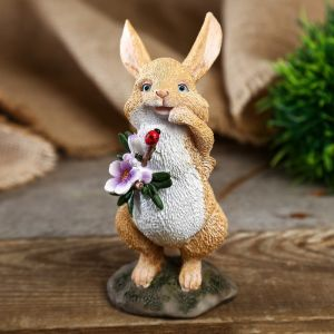 "Сувенир полистоун миниатюра ""Зайчишка с букетом и божьей коровкой"" 13х8х6,5 см   4128498"