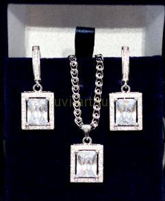 Комплект позолоченных ,белым золотом украшений - серьги и подвеска с цепочкой (арт. 880119)