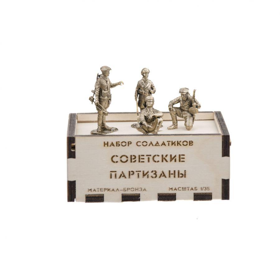 Набор солдатиков. Советские партизаны 4 шт