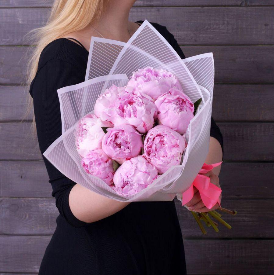 Букет из розовых сортовых пионов