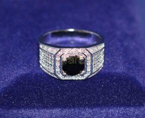 Позолоченное белым золотом мужское кольцо с искусственным ониксом (арт. 880149)
