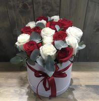 17 роз в шляпной коробке