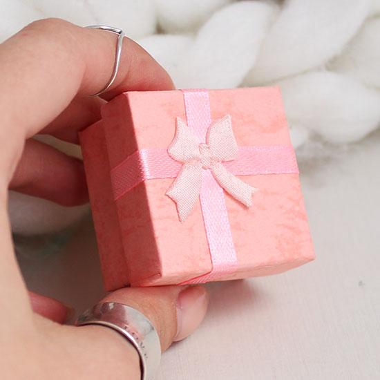 Коробочка для куклы квадратная розовая, 4 см