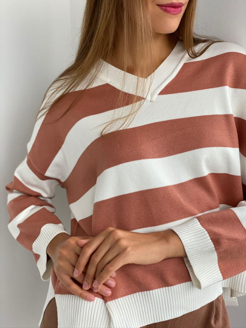 s2367 Пуловер в широкую полоску цвета папайи
