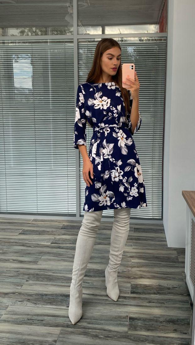 s2353 Платье-трапеция синее с цветочным принтом