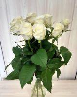9 белых роз (60 см)