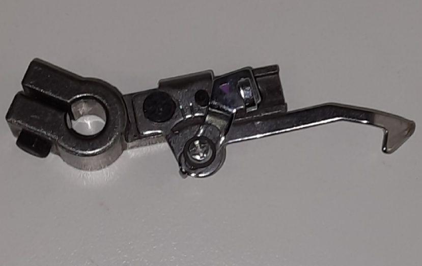 Крепление левого (нижнего) петлителя Jaguar и др.     цена 1500 руб.