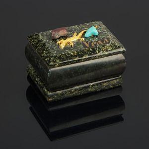"""Шкатулка """"Урал"""" прямоугольная, змеевик, с декоративным камнем, 7,5х5,5х5,5 см 3717900"""