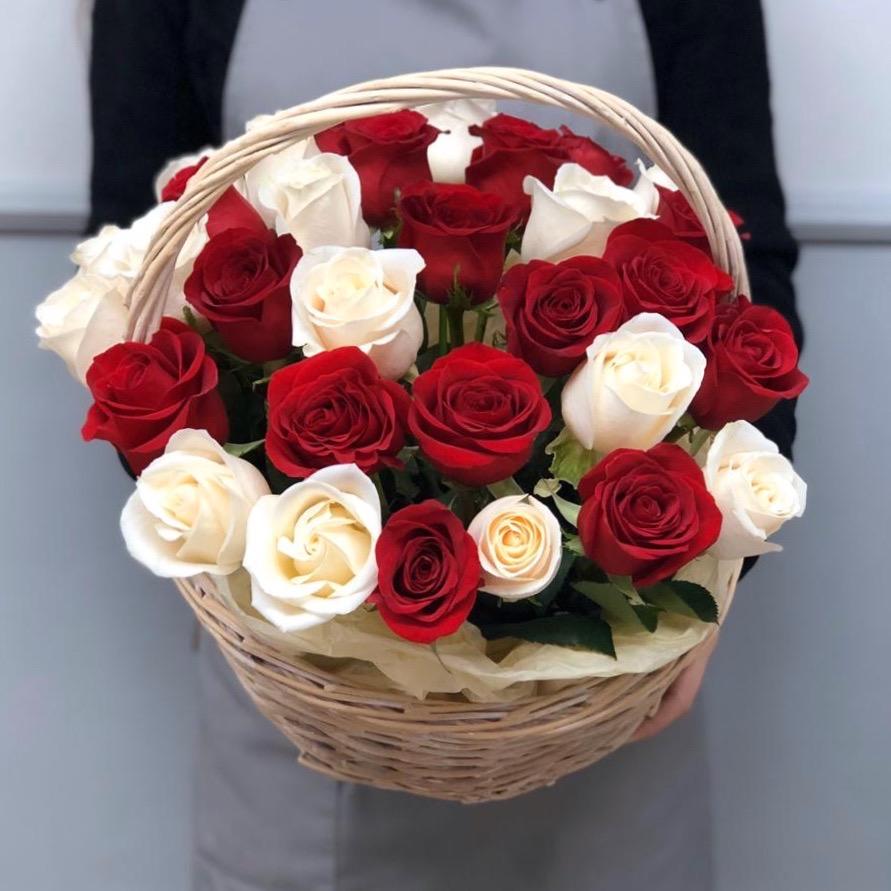 31 роза  в корзине
