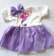 Платье с фиолетовой юбкой и заколка