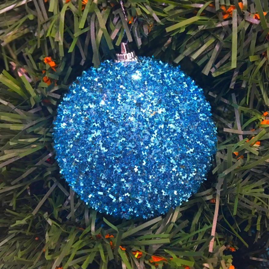 Набор новогодних шаров в мишуре, 6 шт (Диаметр шаров - 8 см)