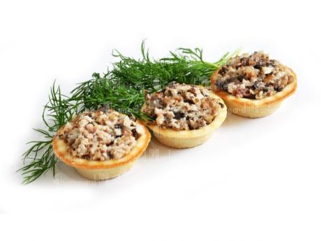 Салат в тарталетке с курой и грибами