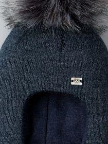 РБ 21888 Шапка-шлем вязаная для мальчика с помпоном, нашивка RB, серо-синий
