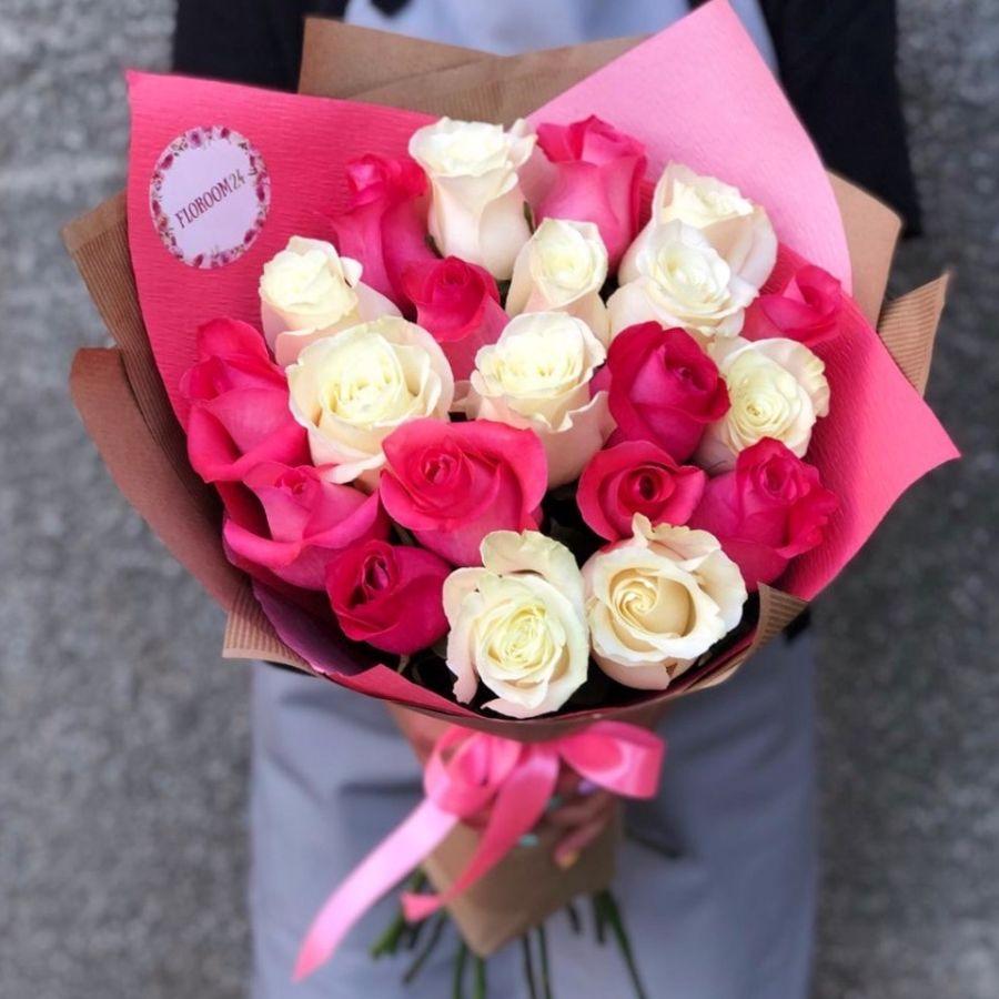 21 бело-розовая роза 60см в  упаковке