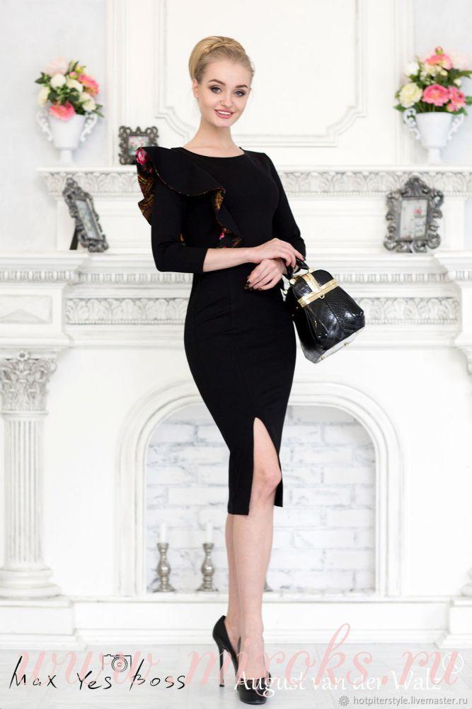 Черное платье с воланом на плече
