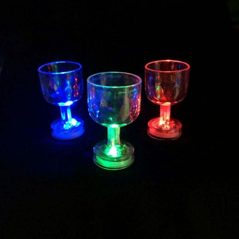Мерцающая рюмка на ножке Light-Up Liquid Activated Glass 6 шт